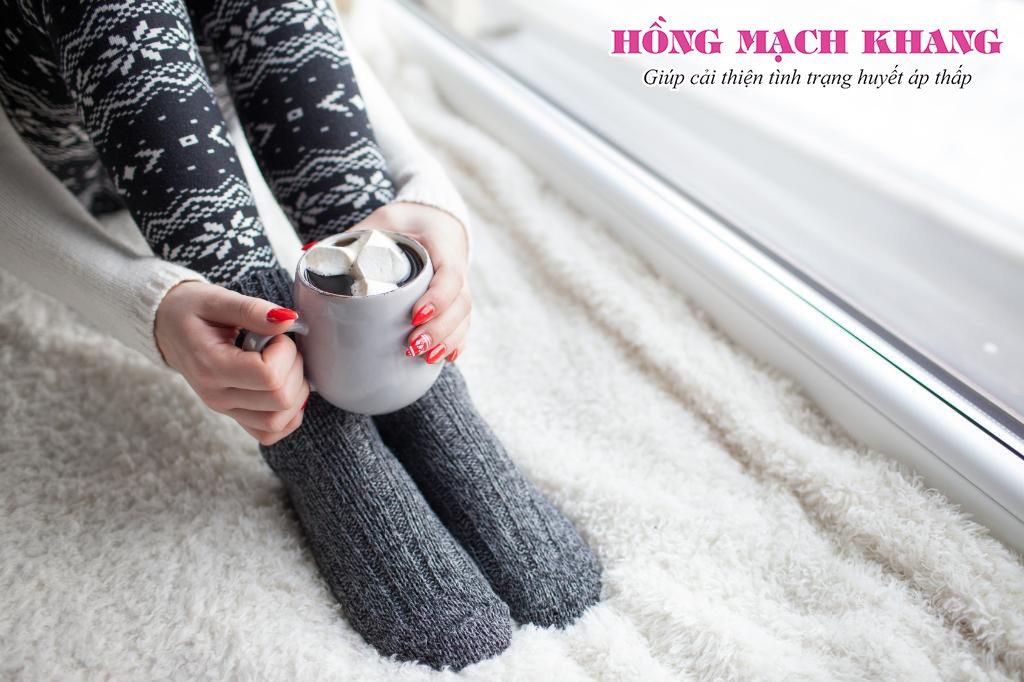 Người bệnh huyết áp thấp cần chú ý giữ ấm chân tay tốt